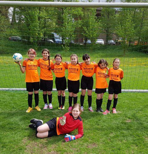 Mädchenfußball-AG<br />3. + 4. Klasse